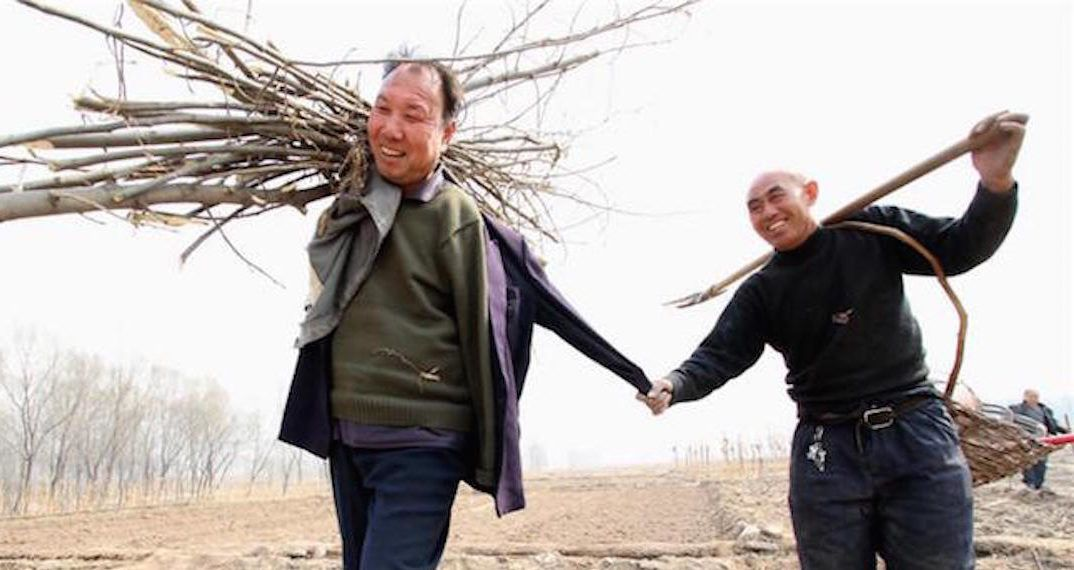 Blind Man and Armless Best Friend Have Planted More than 10,000 Trees