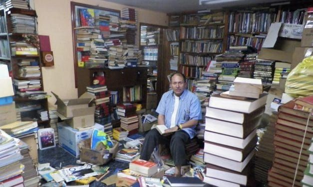 Amazing Garbage Man Provides Community Library with 25,000 Books Found in Trash