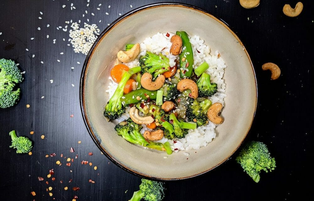 Spice Up Your Quarantine Cookbook with This Vegan Broccoli and Garlic Sauce Recipe