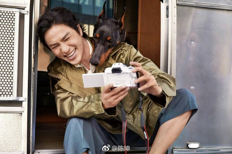 singer Chen Kun and dog